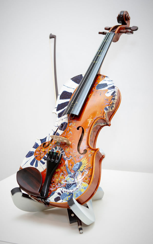 Kaylee Rouse, Grade 10. Aura of Sound. Mixed Media on Violin with Bow. Collier County Virtual Instructional and The Naples Art Association. Art Teacher: Self Taught.