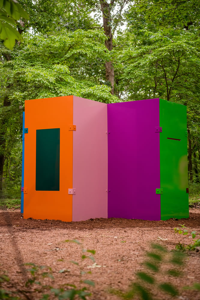 Sam Falls (born 1984). Untitled (Maze), 2014. Powder-coated aluminum and steel hardware. 96 × 144 × 144 inches. © Sam Falls, courtesy 303 Gallery, New York. Photo: Ironside Photography, Courtesy of Crystal Bridges Museum of American Art.